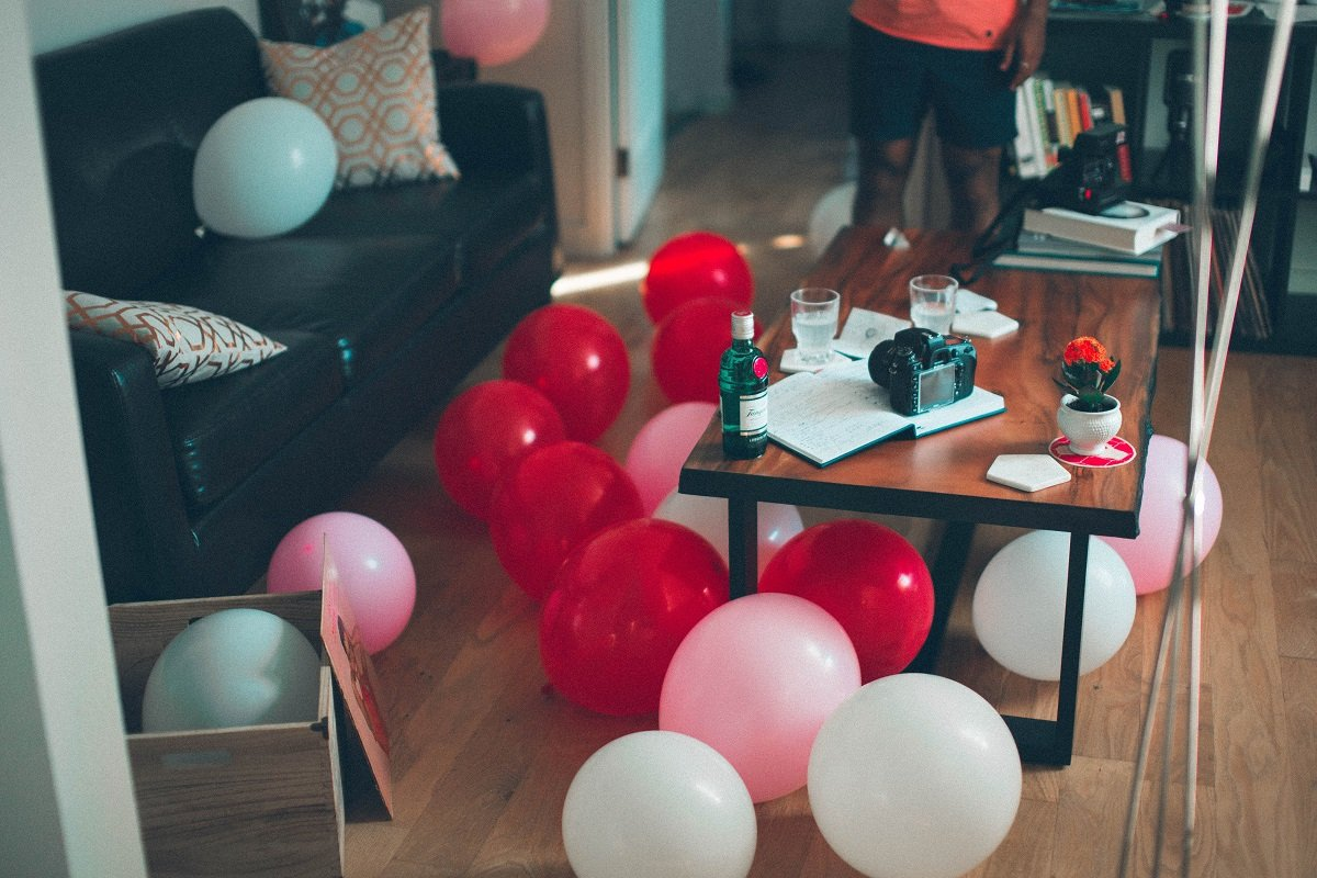 What is a housewarming party? It's a chance to welcome a person to their new home. Etiquette says guests should bring a small gift. Traditional housewarming gifts are usually some kind of small item that can be used in the home, particularly the kitchen. For hosts, housewarming party decor can be simple, like these balloons.